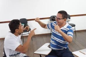 curso de oratória e teatro para administração da timidez ao se falar em público.